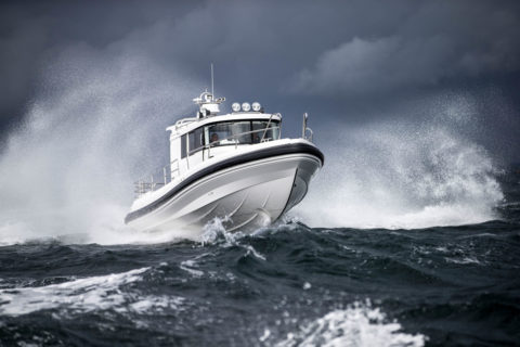 Paragon 31 Cabin is driving on the sea with waves
