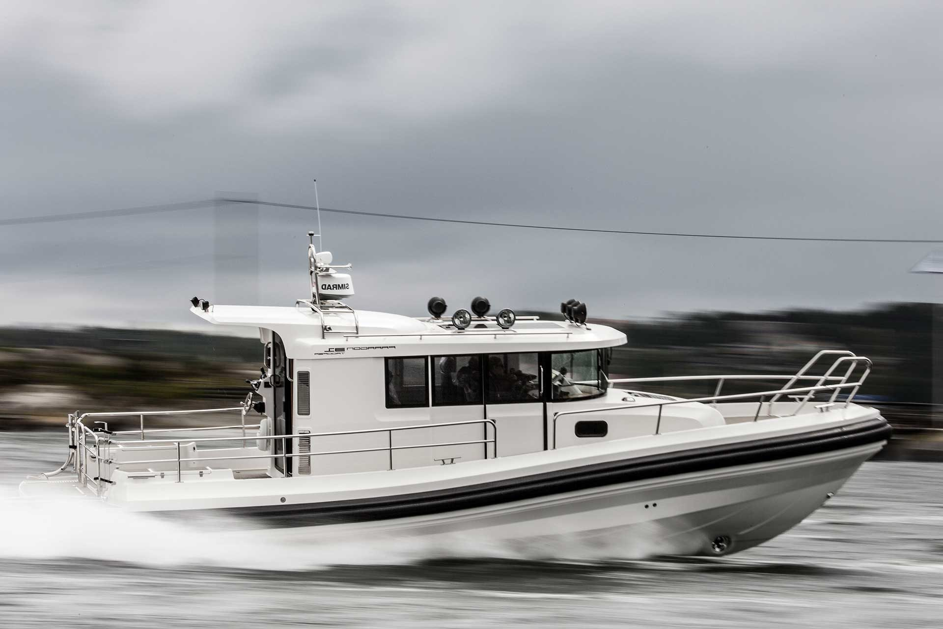 A Paragon 31 is driving on the sea