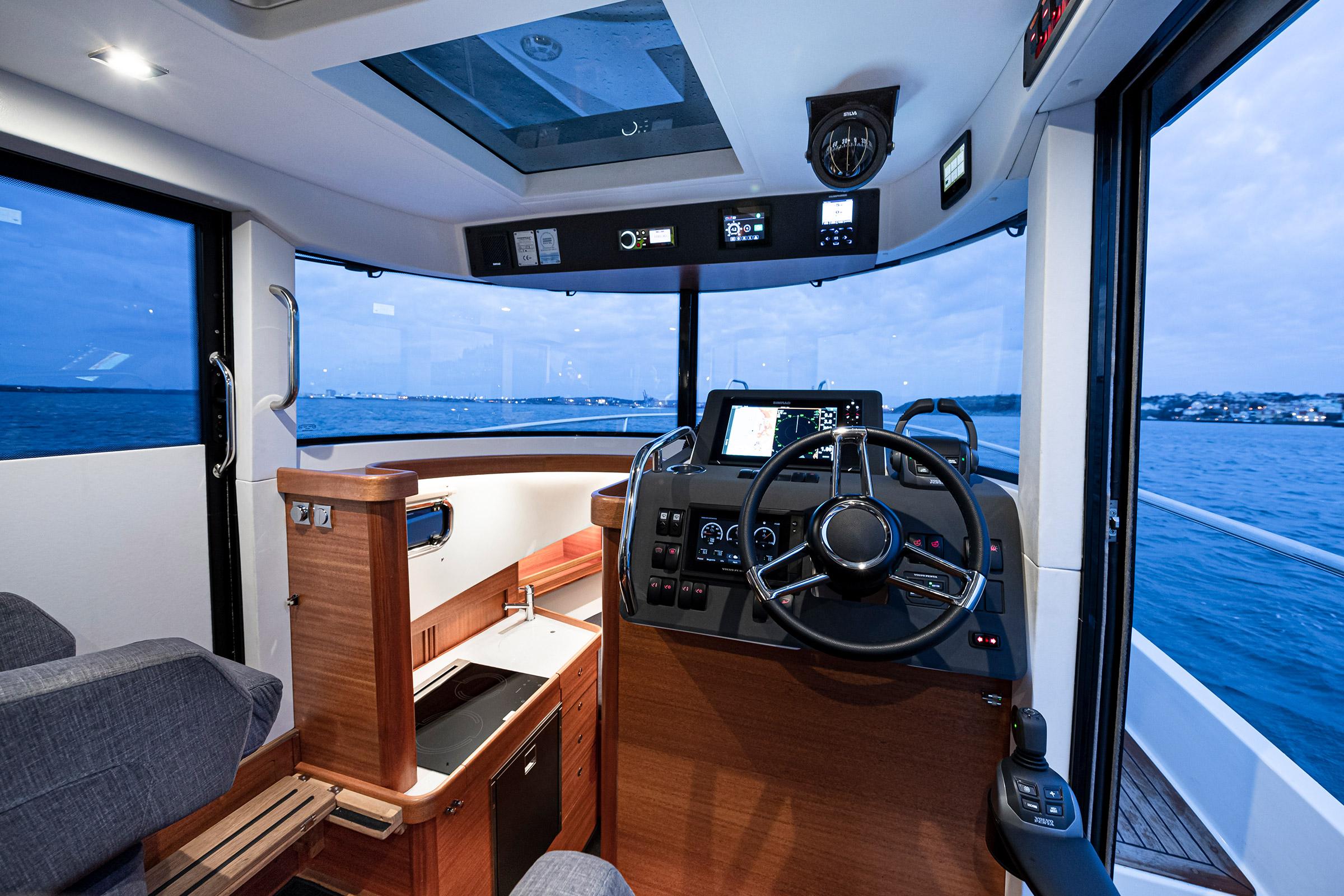 Cockpit of a Paragon 31 Flybridge